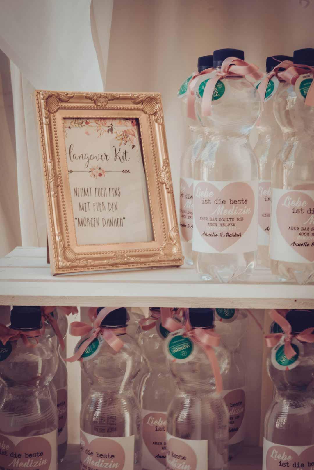 Hangover-Kit bei der Hochzeit mit personalisierter Wasserflasche