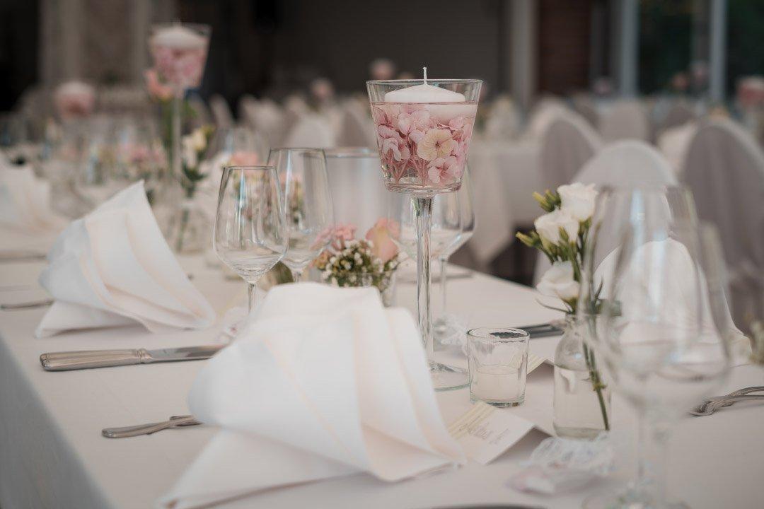 Tischdeko bei der Hochzeitsfeier
