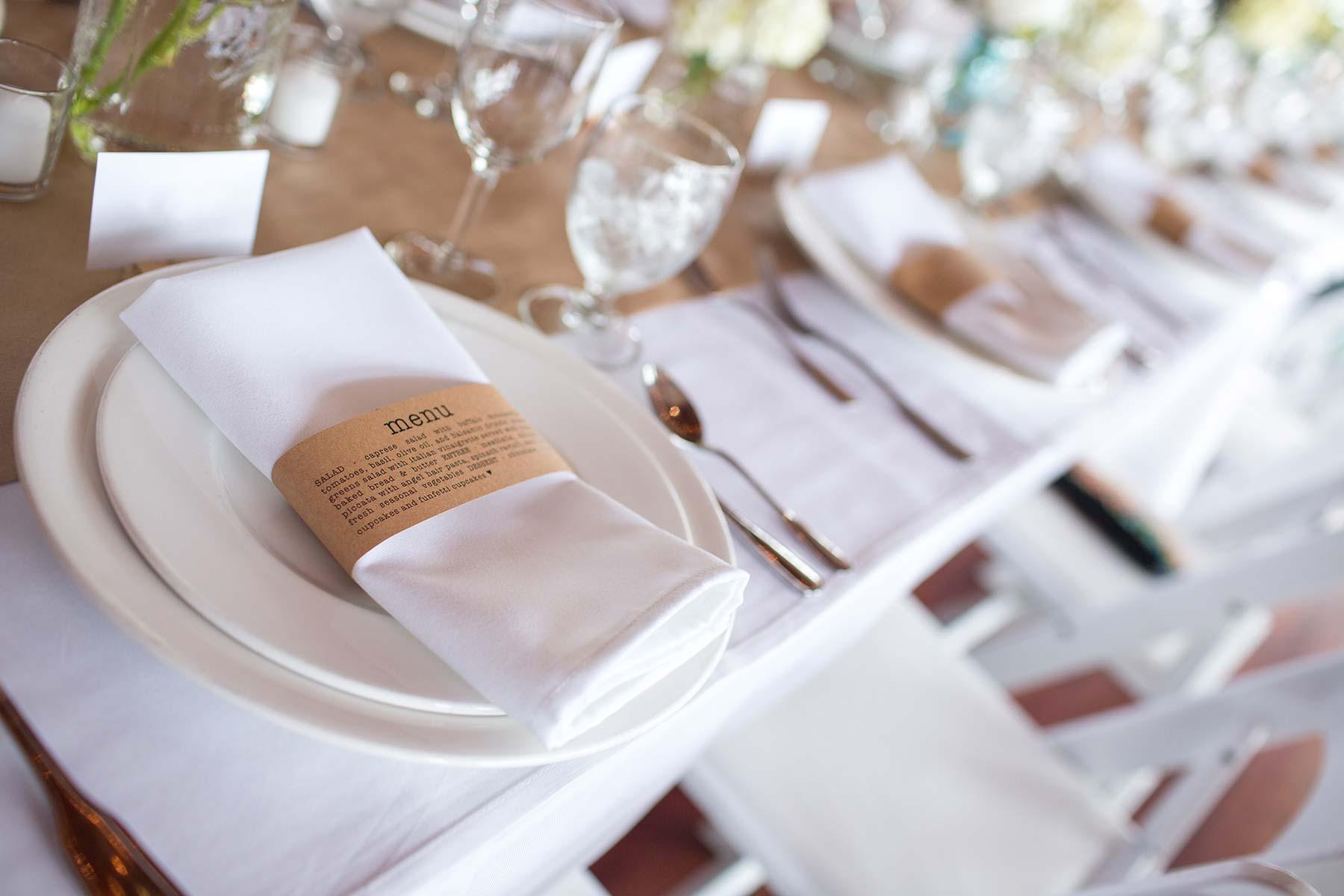 Servietten zur Hochzeit aus Stoff mit ausgedruckter Menükarte als Umschlag