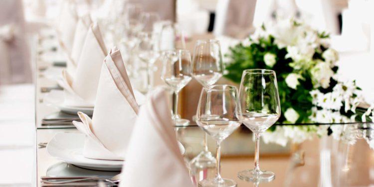 Servietten zur Hochzeit: aus Stoff und Papier