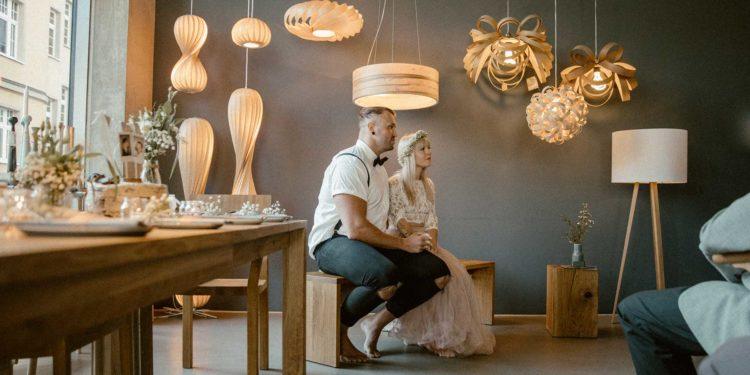 Barfuß heiraten: Hygge Hochzeit von Alex und Tobi