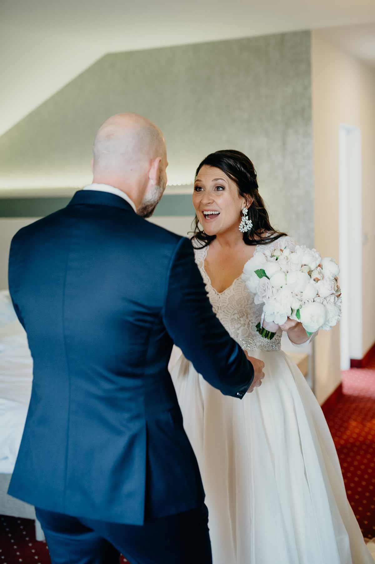 First Look bei der Hochzeit von Anna und Peter