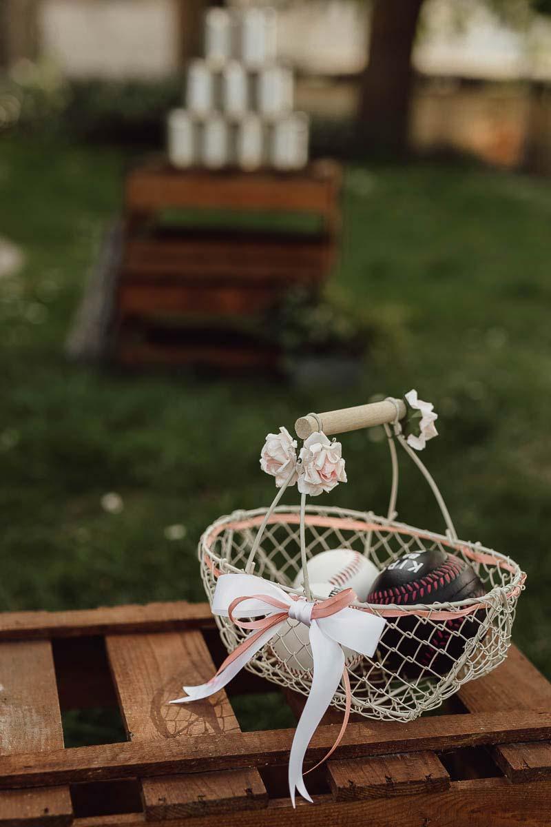 Kinder bei der Hochzeitsfeier: Outdoor Spielplatz mit Dosenwerfen