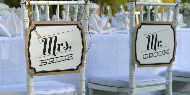 Stuhlanhänger: Mr. & Mrs. Anhänger für die Brautpaar Stühle