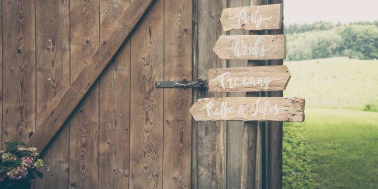 Wegweiser für die Hochzeit: Unsere Übersicht verschiedener Schilder
