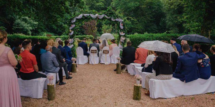 Hochzeit im Regen – mit Liebe zum Detail