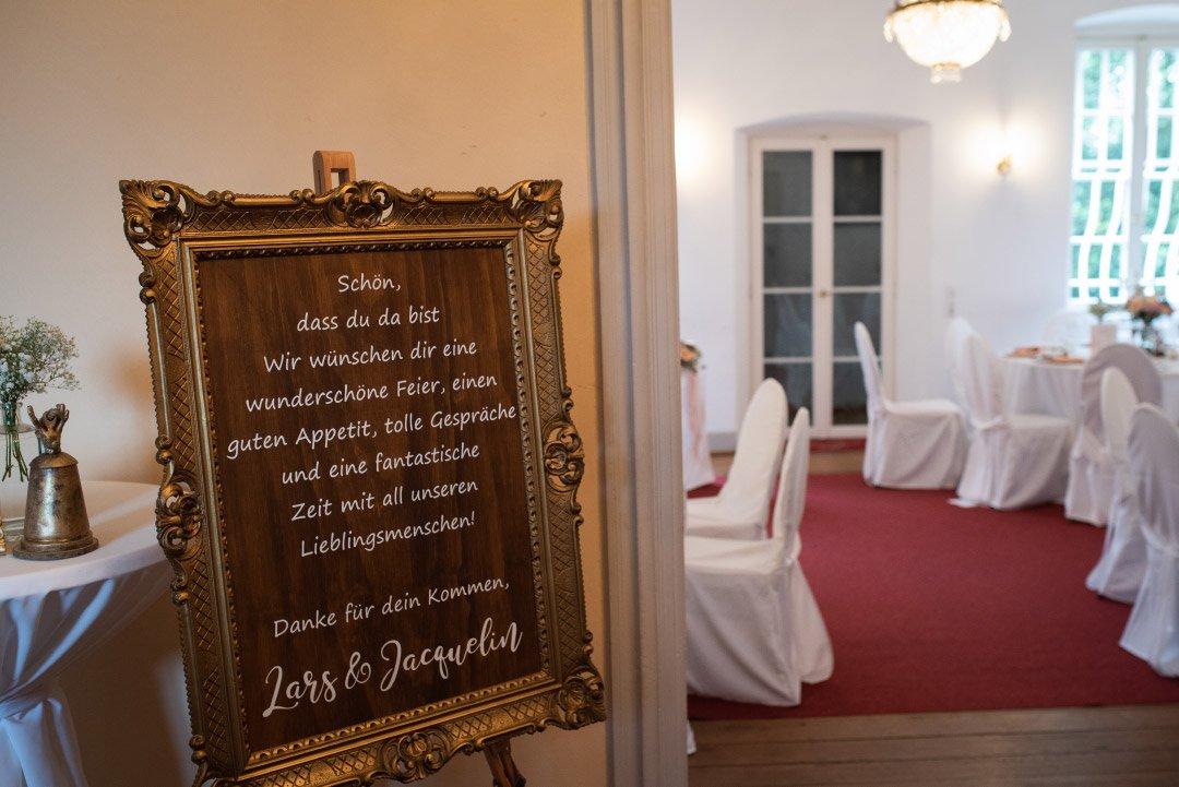 Willkommensschild bei der Hochzeit