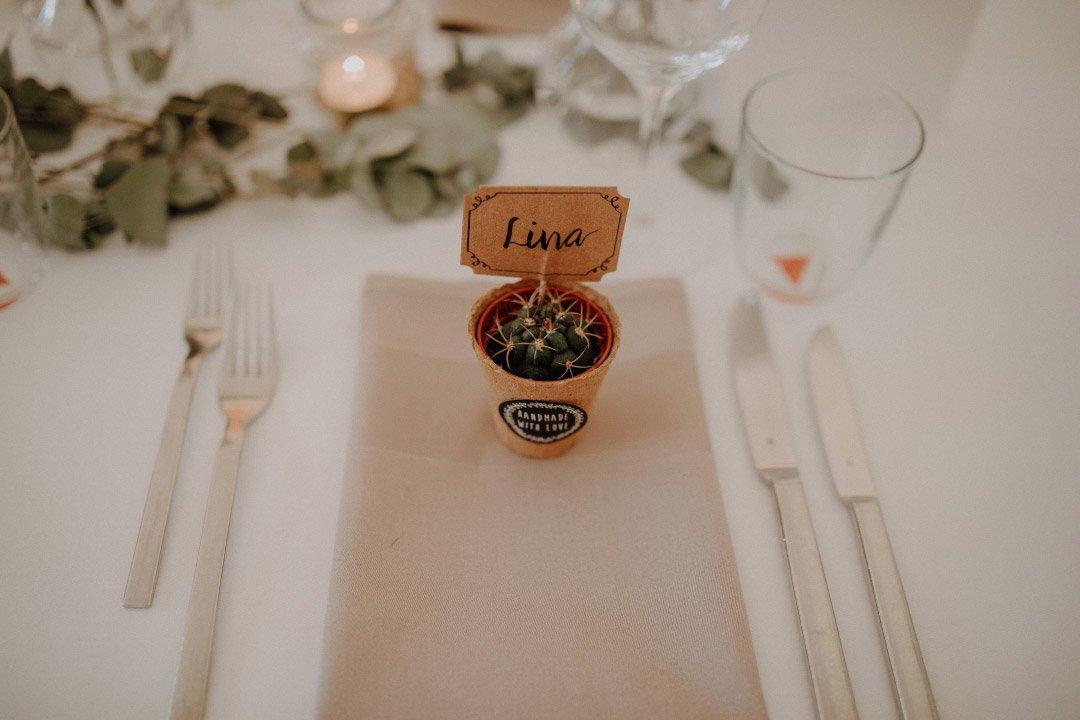 Kaktee als Gastgeschenk und Namensschild bei der Hochzeit