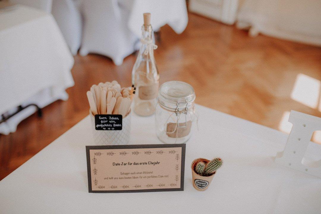 Date-Glas bei der Hochzeit