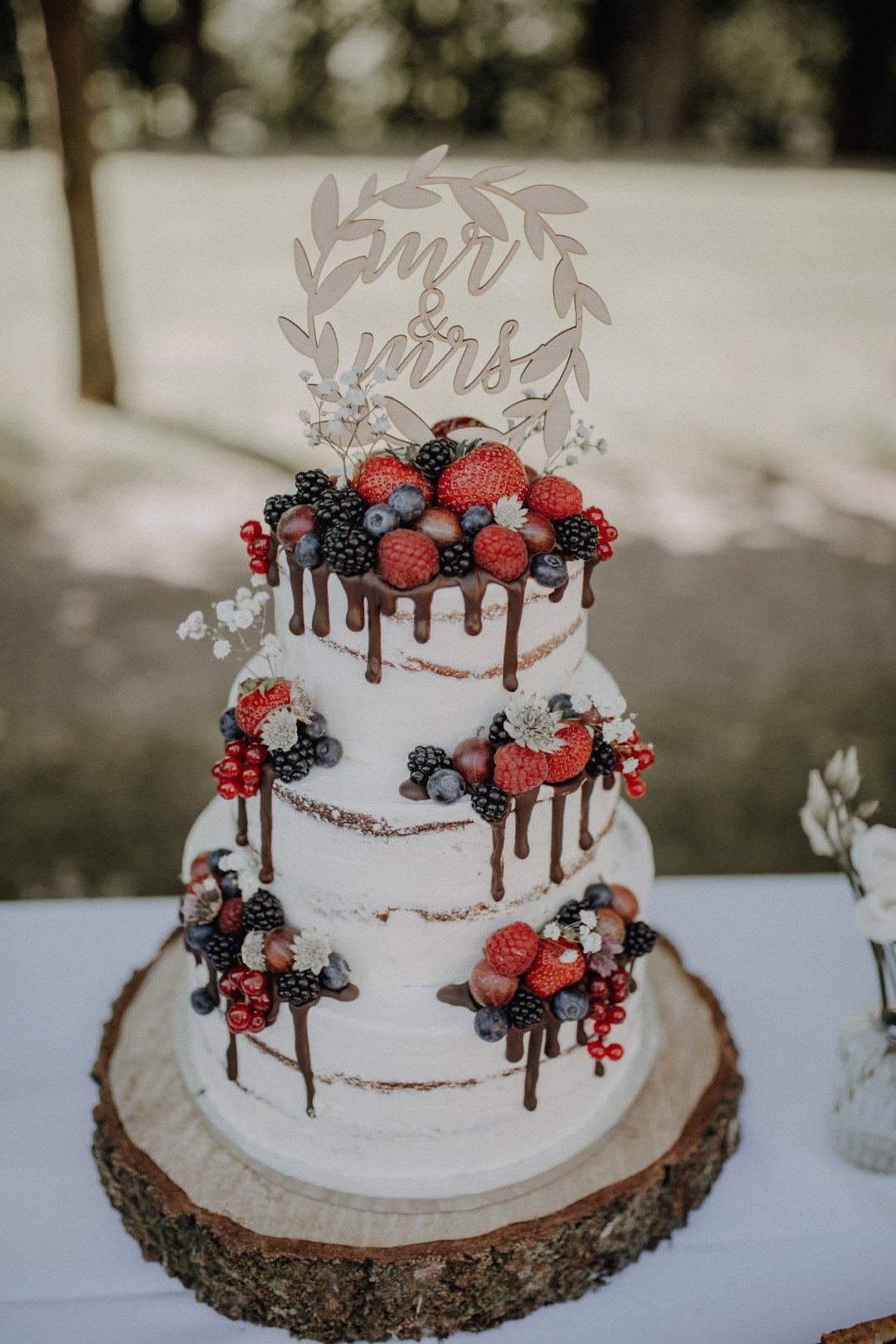 Seminaked Cake mit Früchten