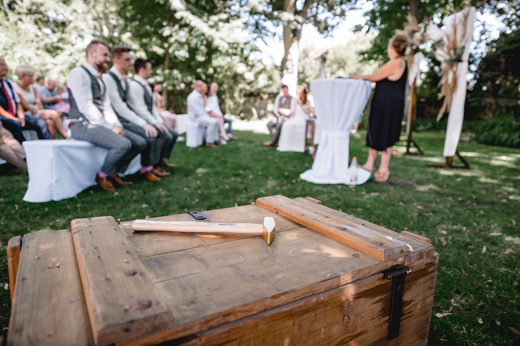 Erinnerungskiste an die Hochzeit, befüllt von den Gästen