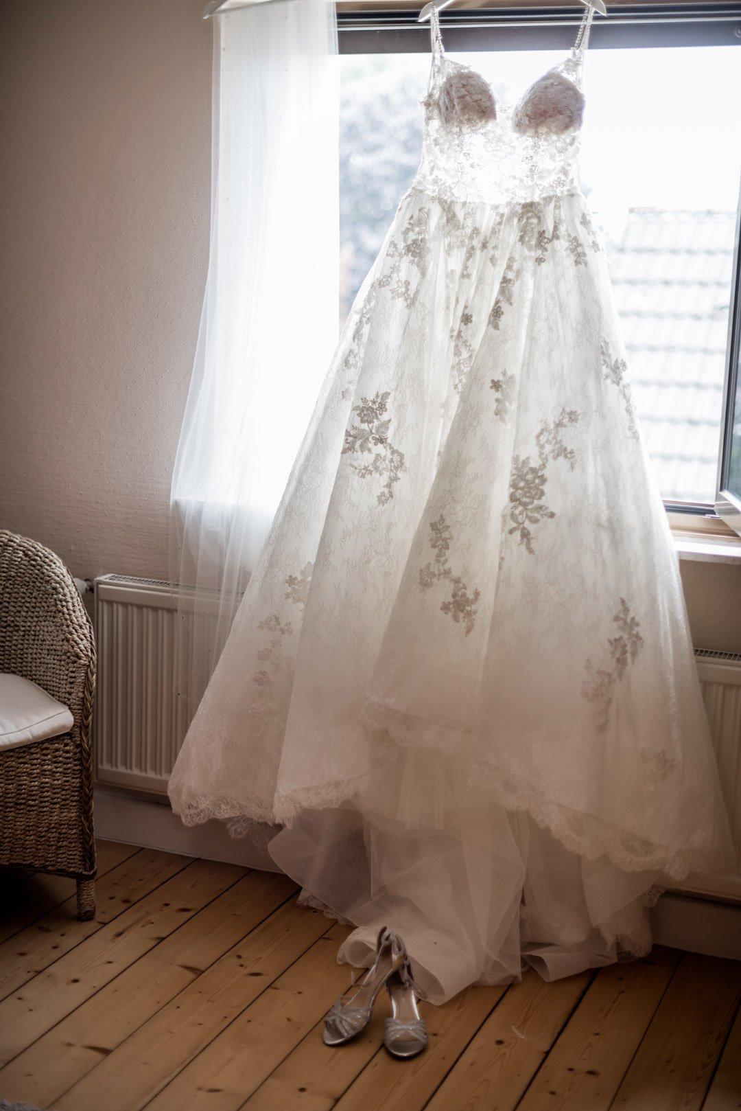 Brautkleid beim Getting Ready
