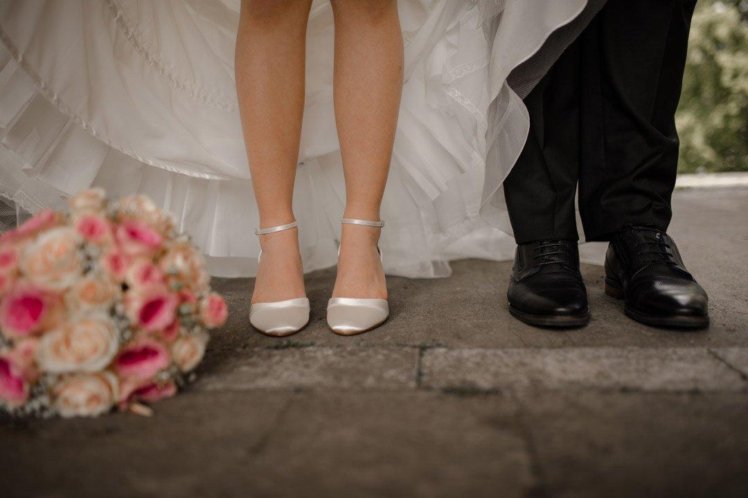 Schuhe von Braut und Bräutigam