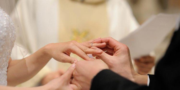 An welcher Hand wird der Ehering getragen? Die Antwort!