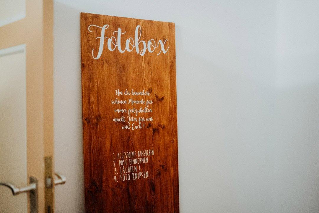 Holzschild als Aufsteller für die Fotobox