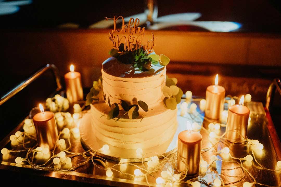 Hochzeitstorte im Greenery-Stil