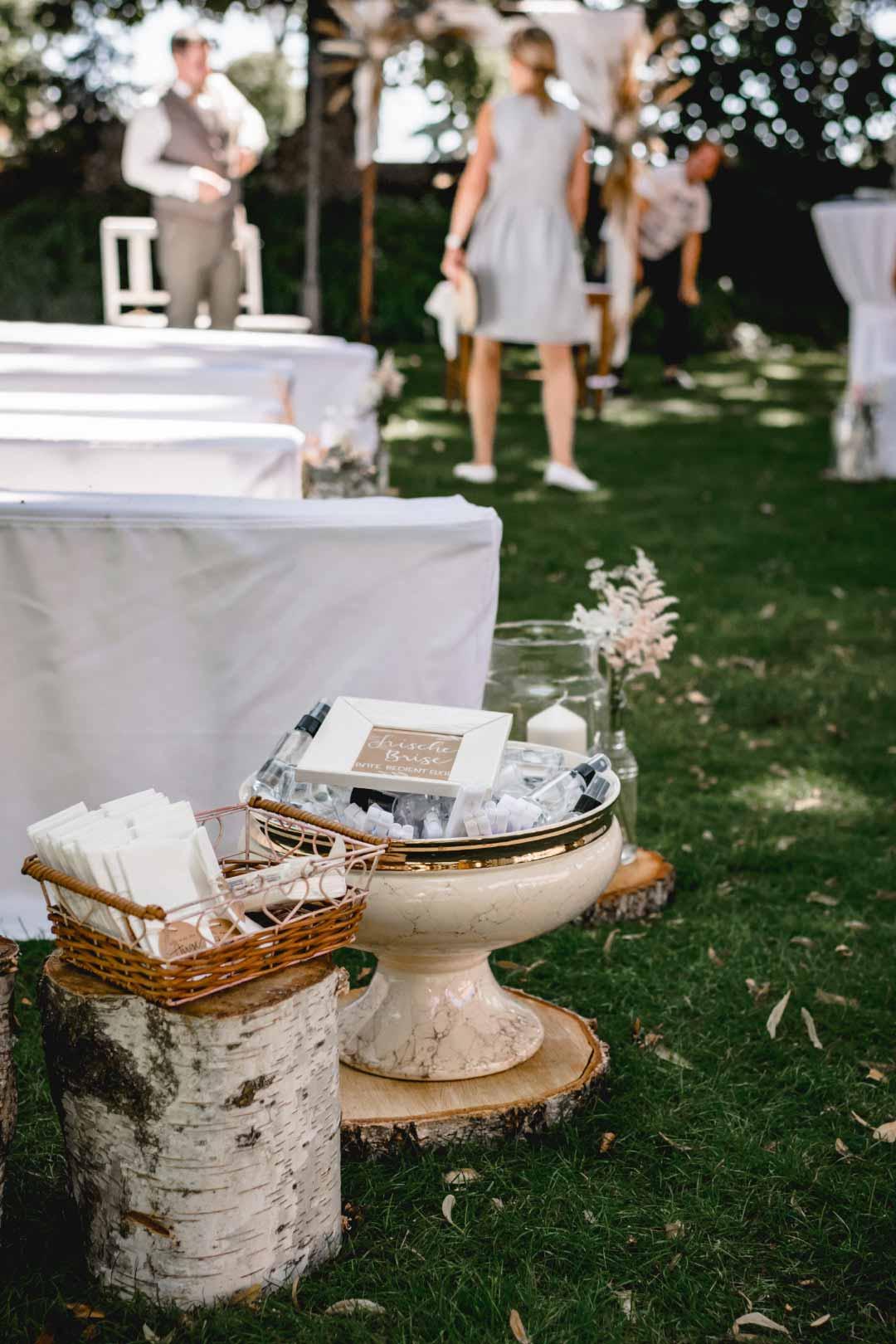 Accessoires für die Gäste bei der Hochzeit