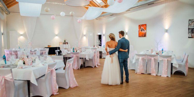 Hochzeit in Rosa im Schützenhof in Bonn