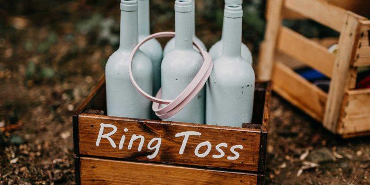 Ringwurfspiel bei der Hochzeit als Beschäftigung für die Gäste