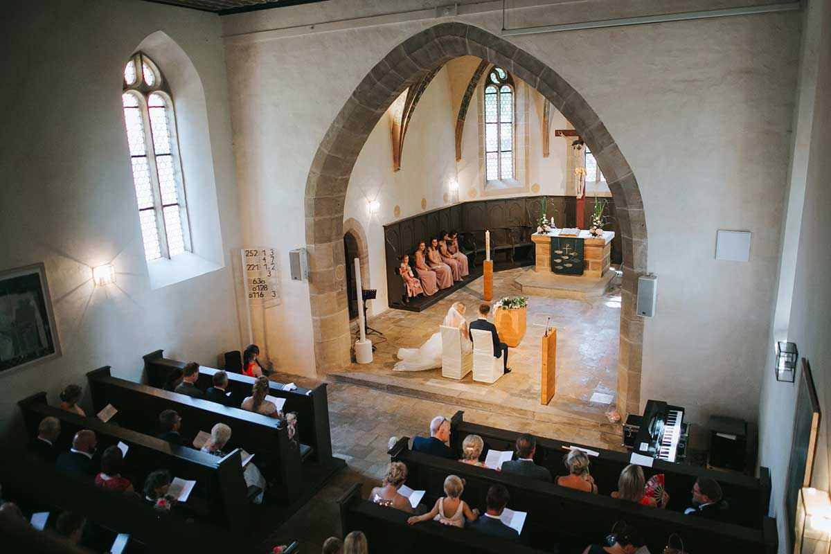 Hochzeit in altrosa und grau auf Schloss Atzelsberg