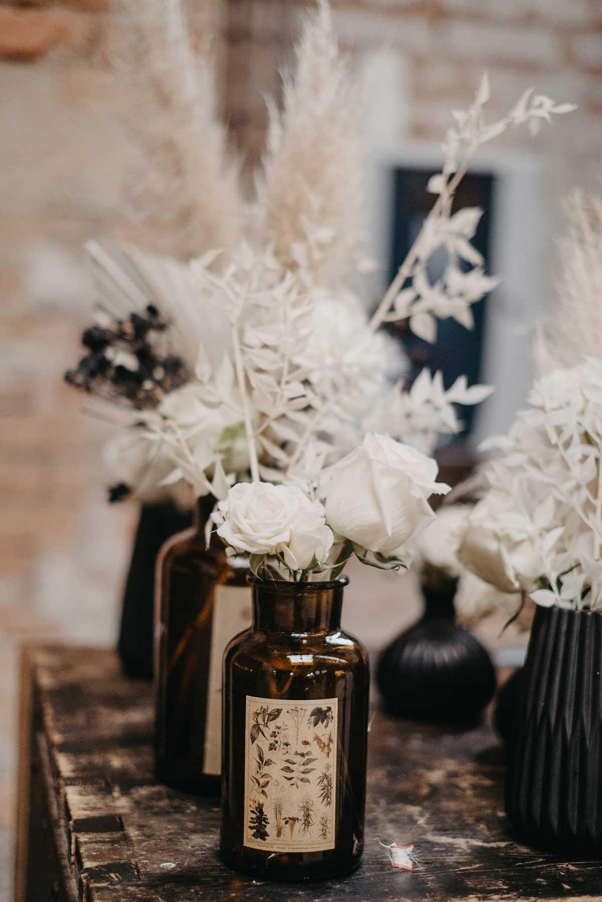 Trockenblumen zur Dekoration bei der Hochzeit