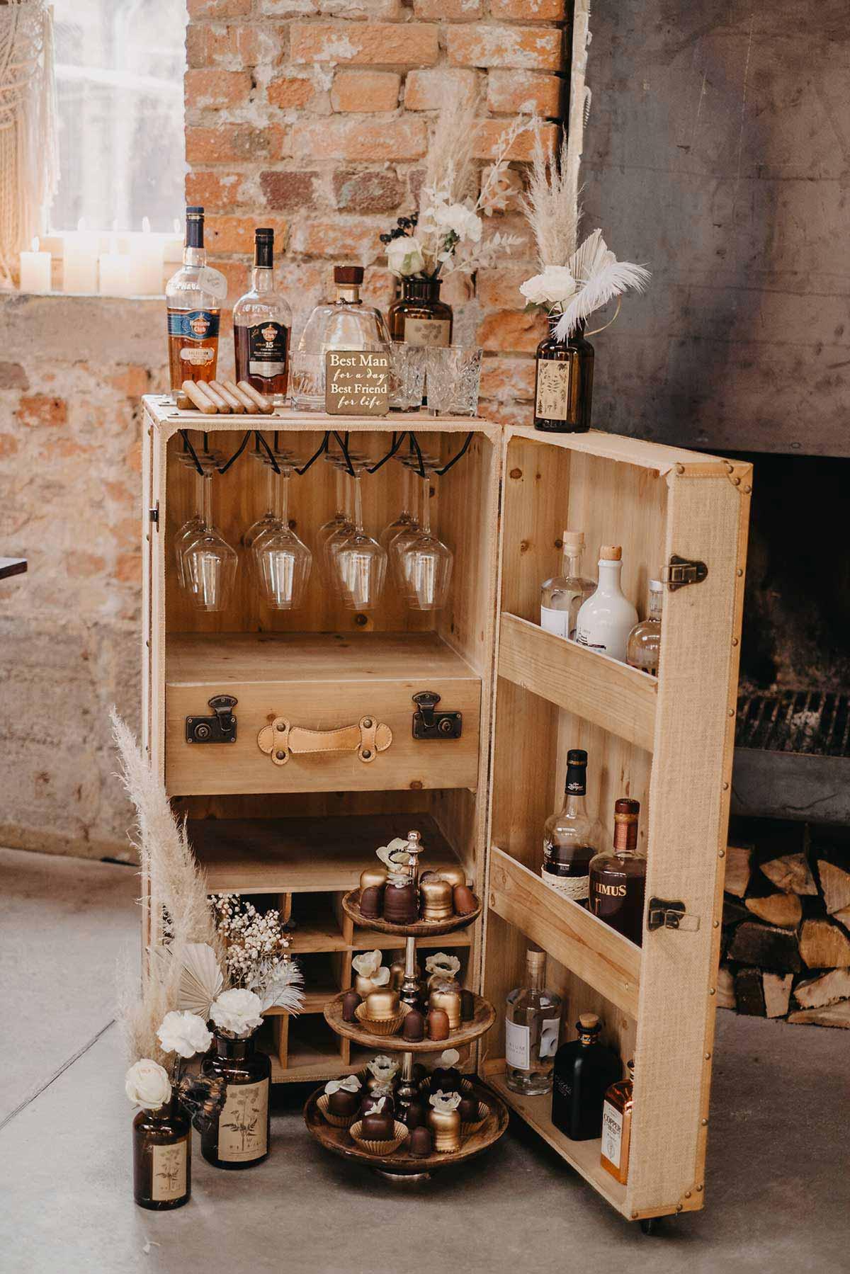 Whiskey und Gentlemans Bar bei der Hochzeit