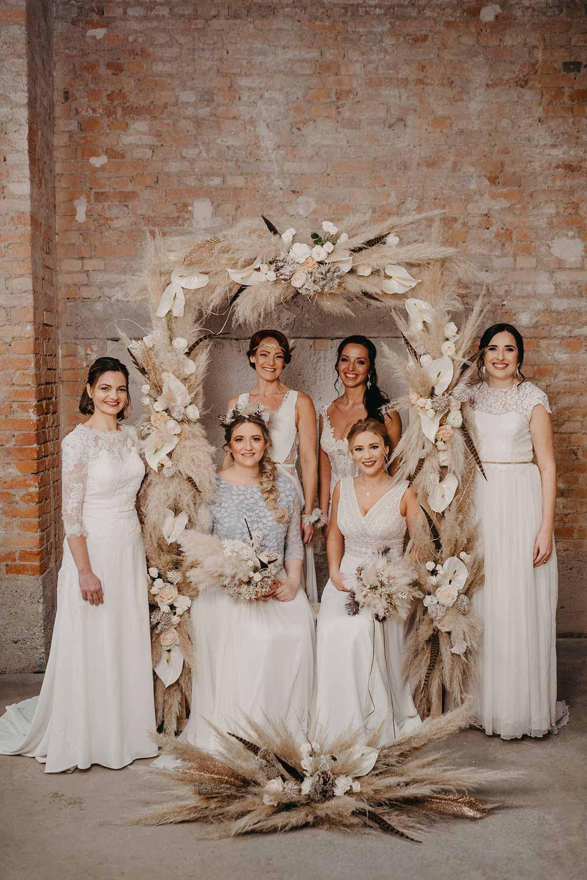 Bräute beim Brautshooting 2020 mit dem Ja-Hochzeitsshop