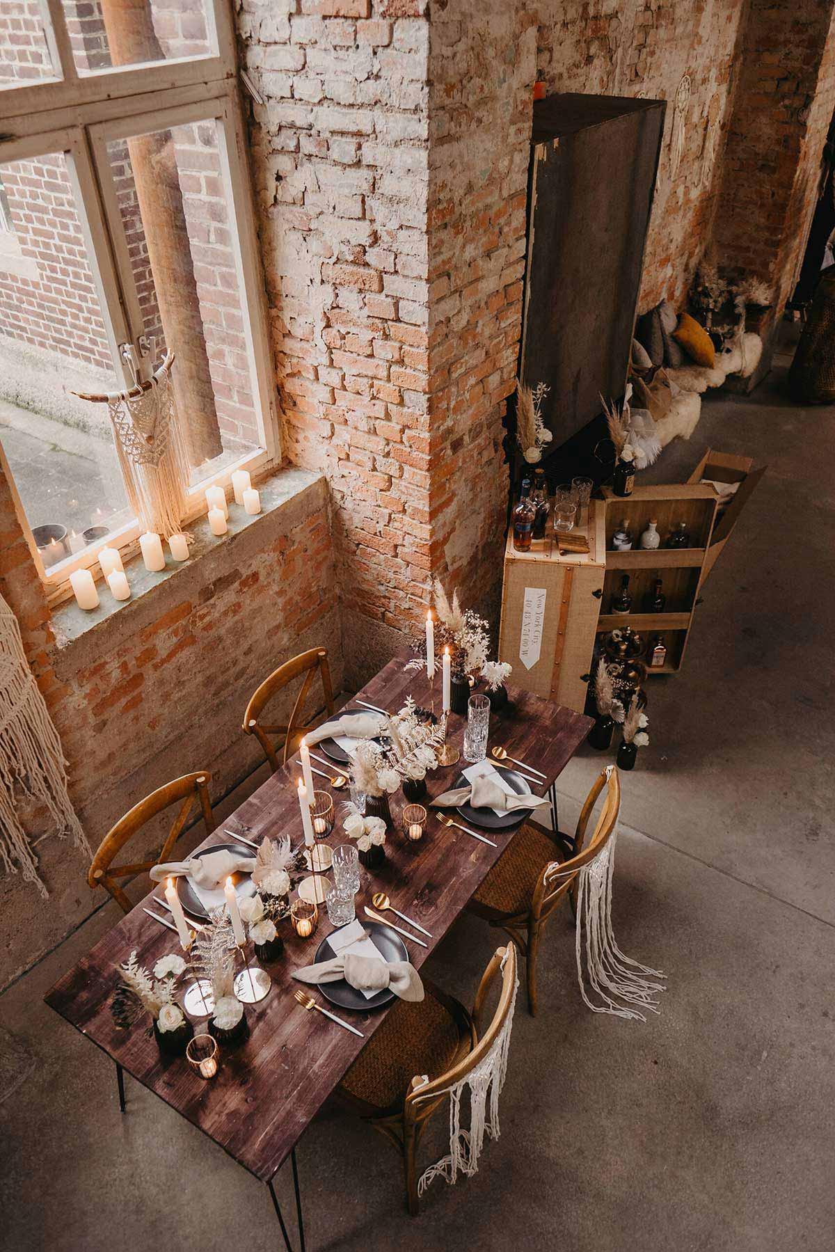 Tischdeko und Gentlemens Bar bei der Hochzeit