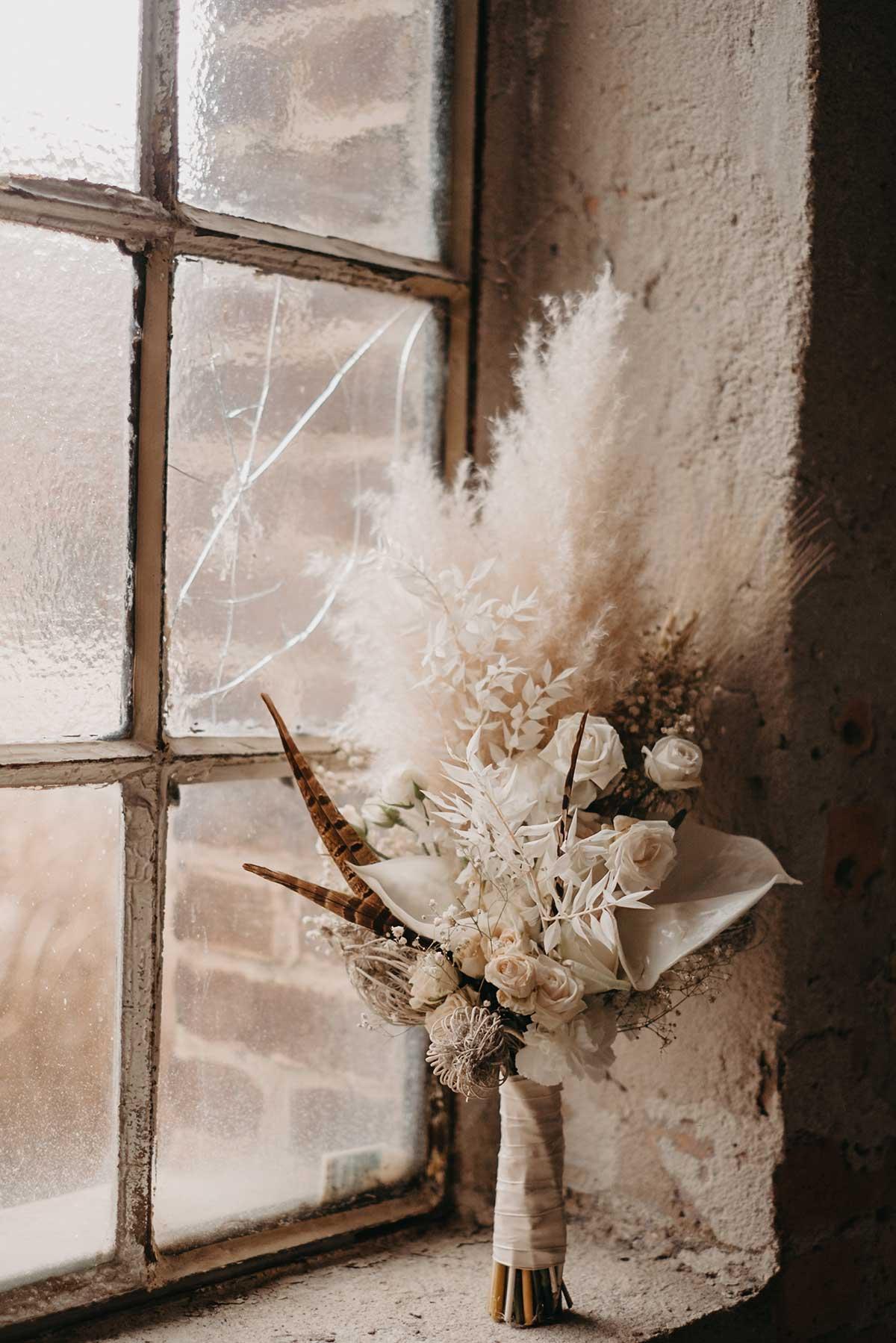 Brautstrauß mit Trockenblumen