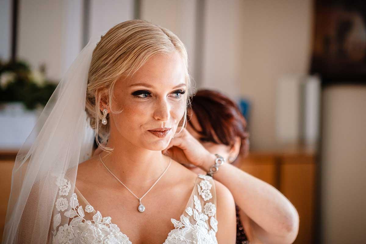 Braut beim Getting Ready