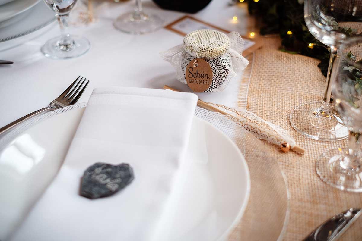 Sitzplatz der Gäste bei der Hochzeit
