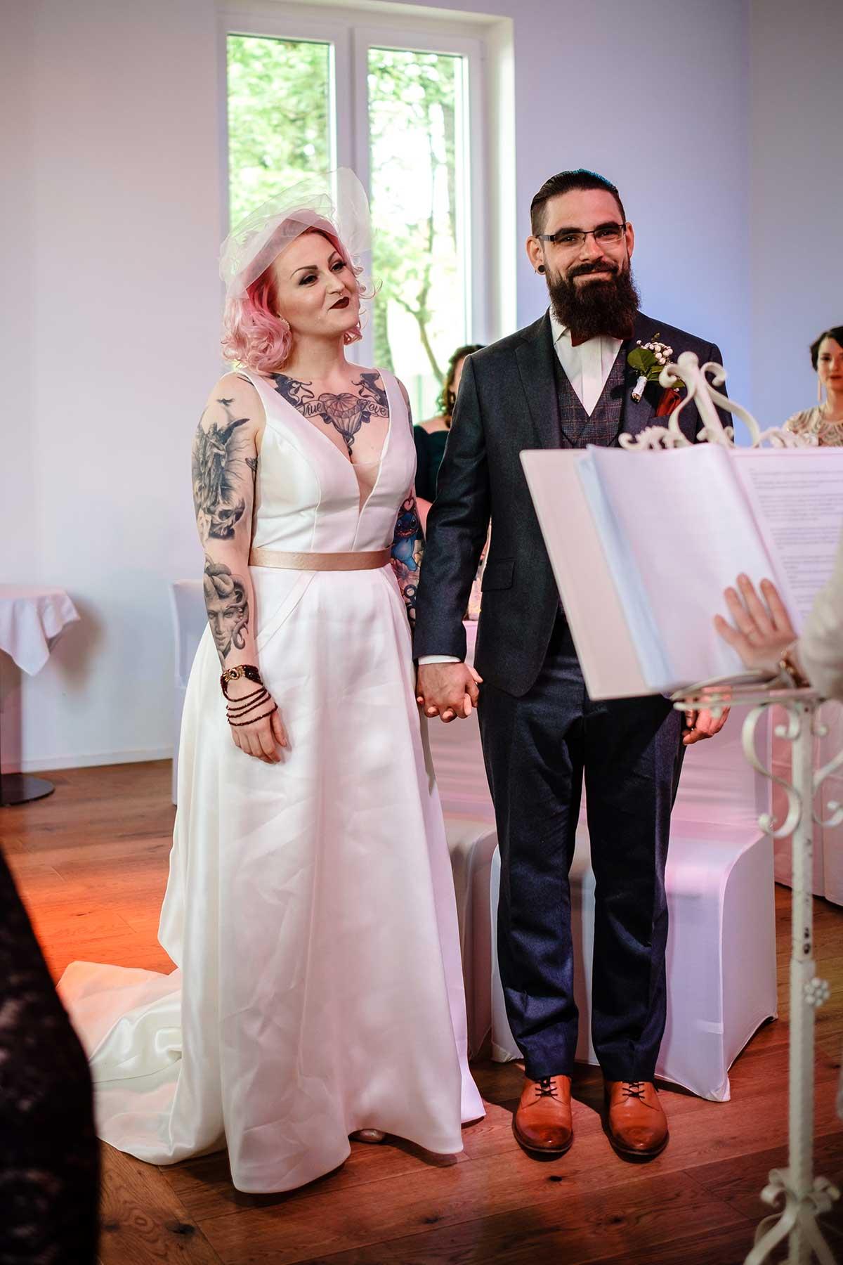 Braut und Bräutigam bei der Hochzeit