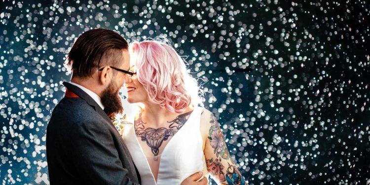 Vintage Hochzeit trift auf Eleganz und Pinke Haare