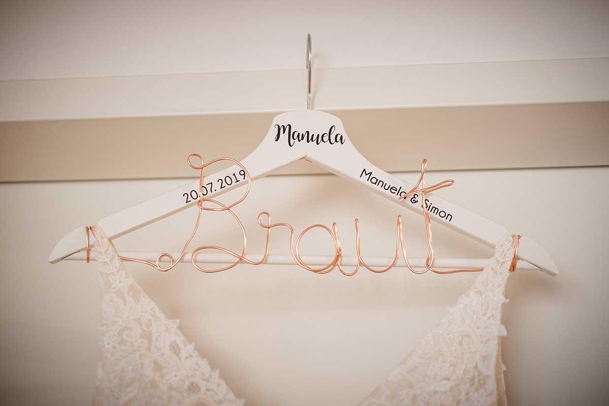 Personalisierter Kleiderbügel mit Draht für die Braut