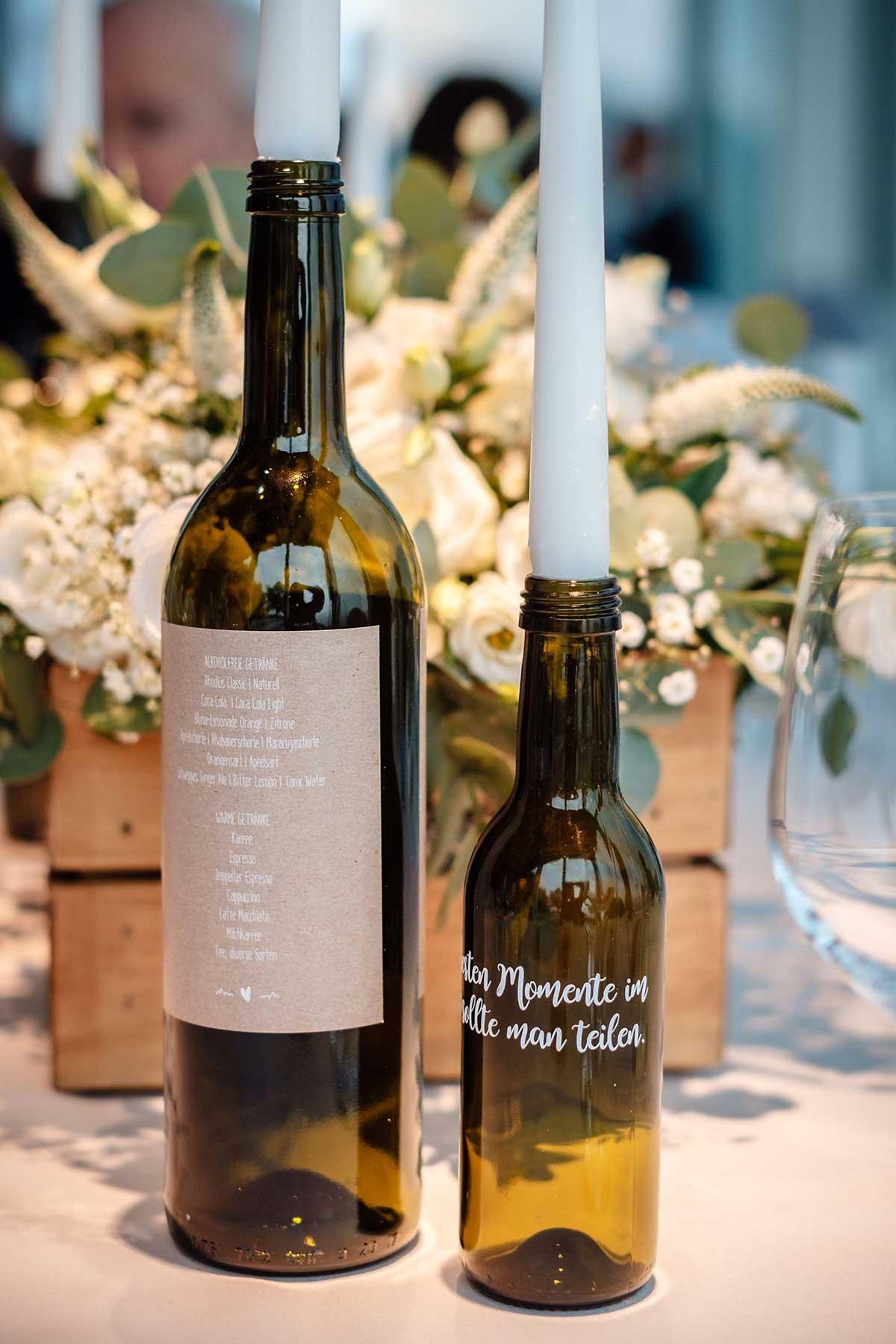Menükarte auf einem Etikett an einer Flasche