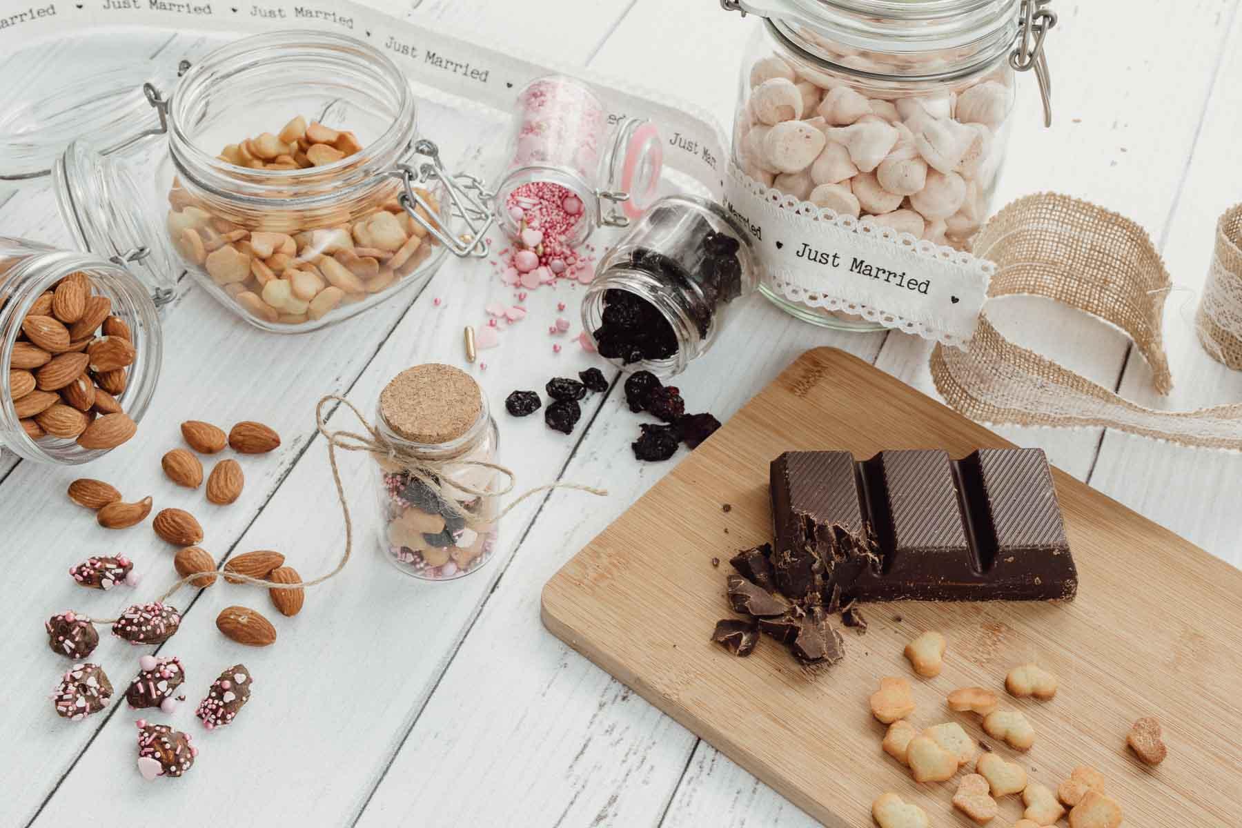 Snack für die Gäste bei der Hochzeit zusammenstellen