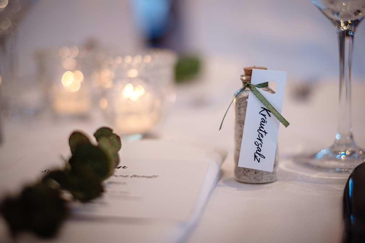 Kräutersalz als Gastgeschenk bei der Hochzeit