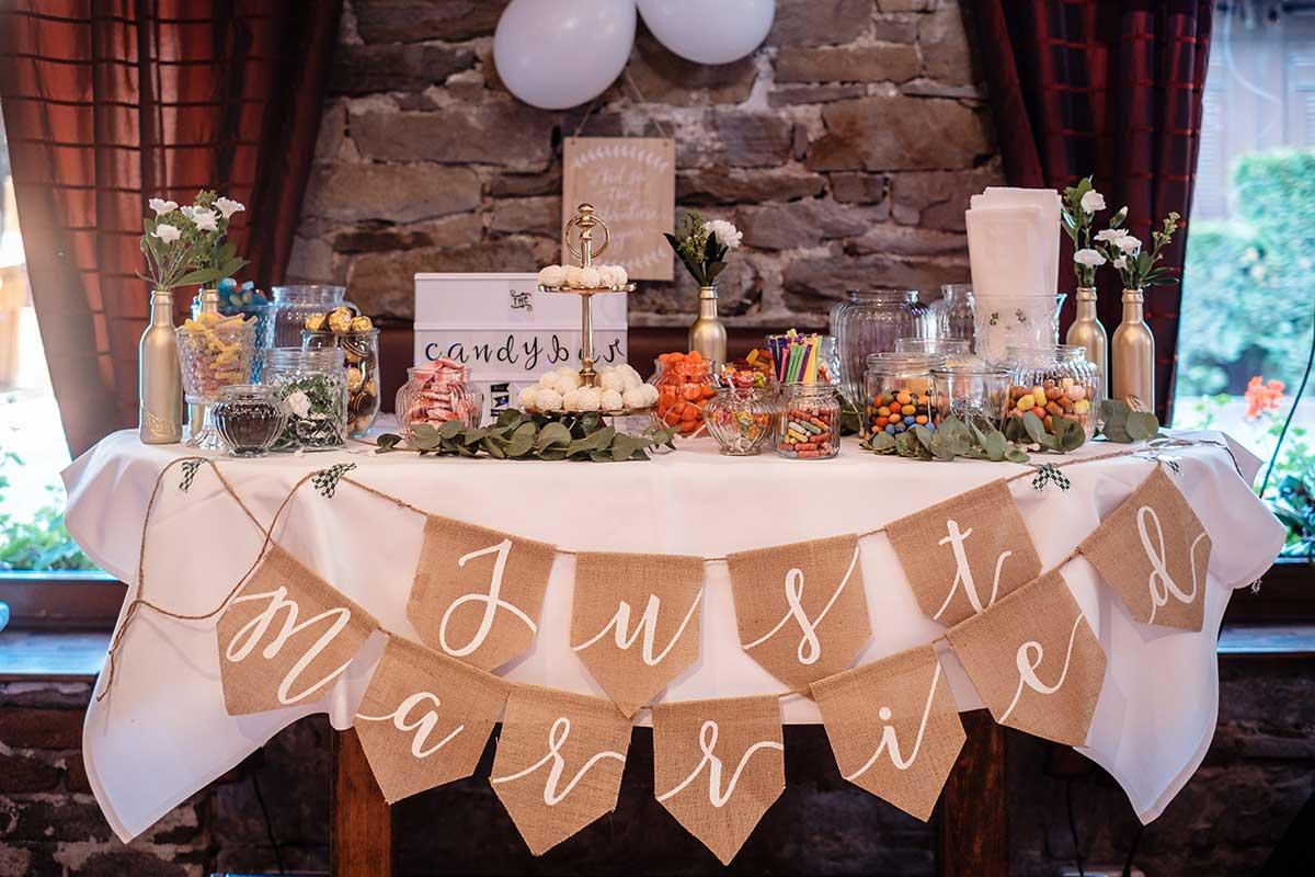 Dekoration bei der Greenery & Gold Hochzeit im Landhaus Grum in Hattingen