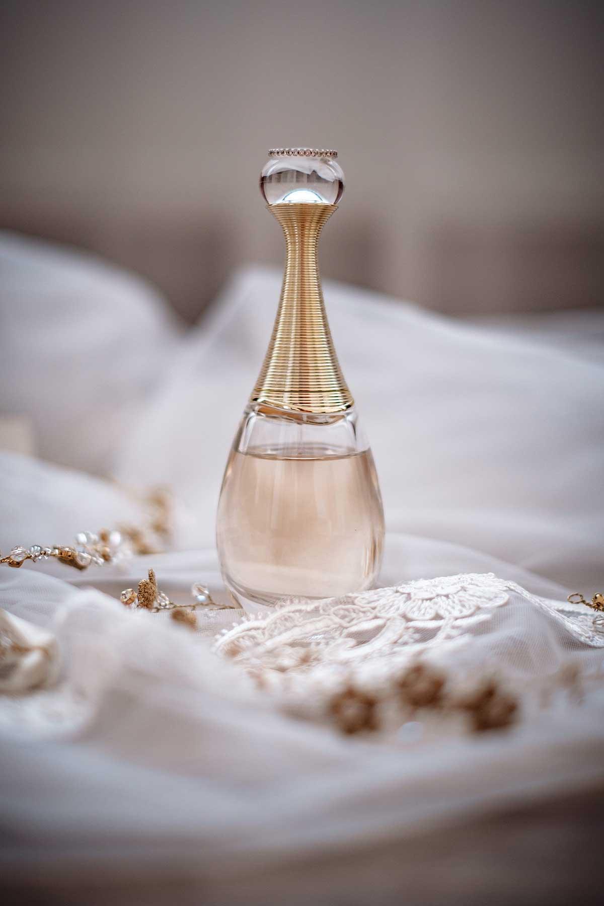 Parfüm für die Braut beim Getting Ready