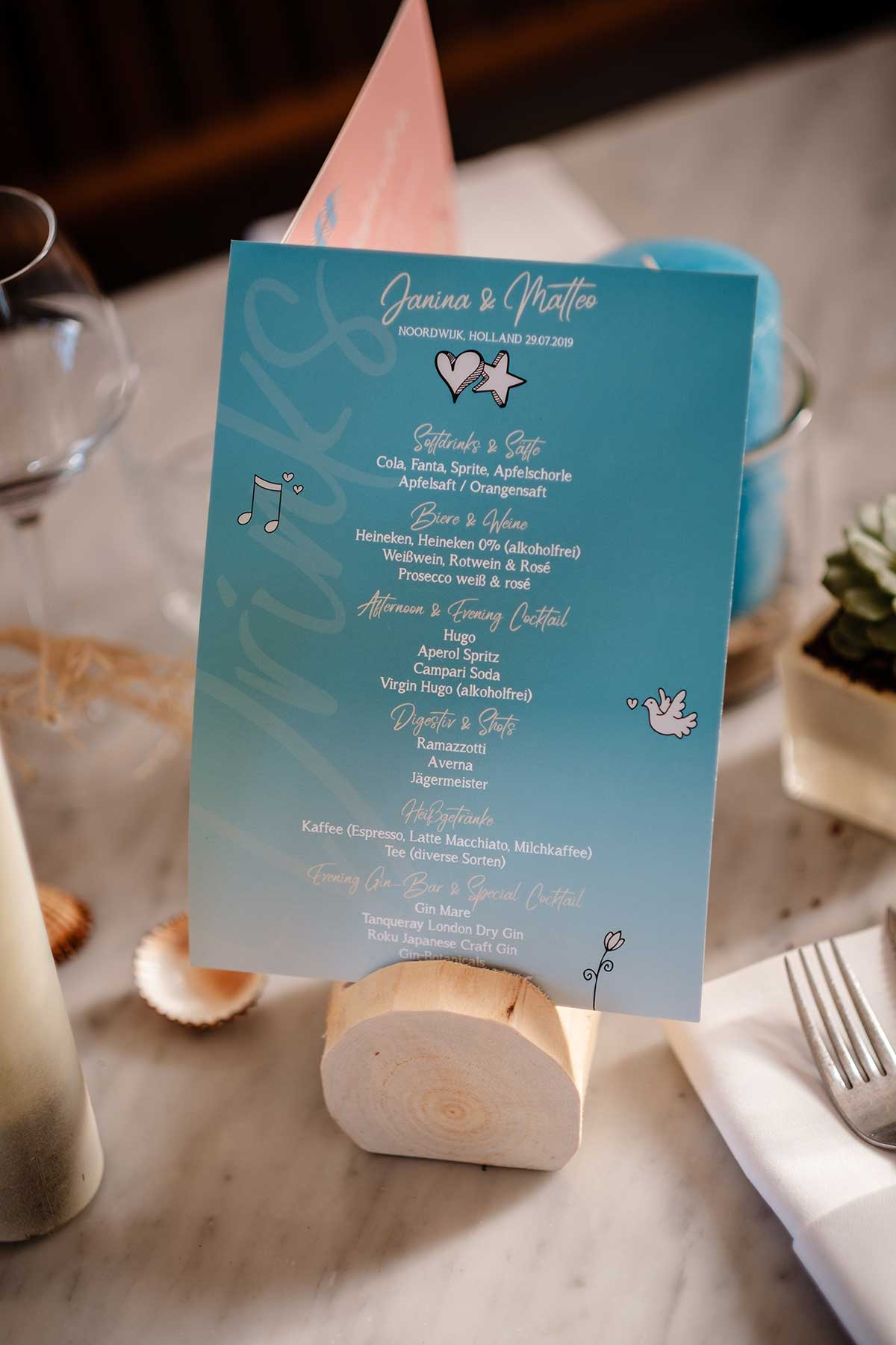 Menükarte bei der Tischdeko bei der maritimen Hochzeit