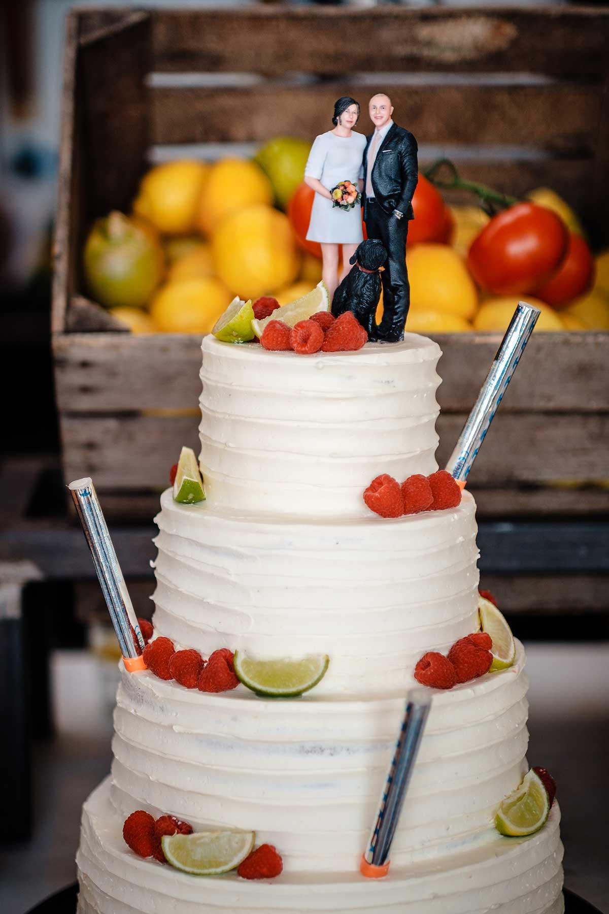 Personalisierter Caketopper als Abbild von Braut und Bräutigam