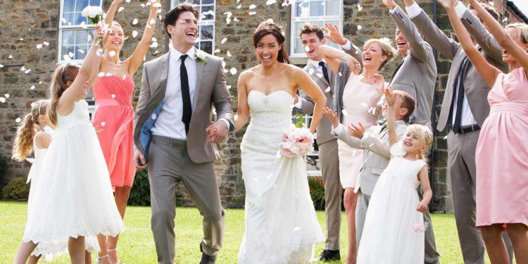 Polterhochzeit: Polterabend zusammen mit der Hochzeit