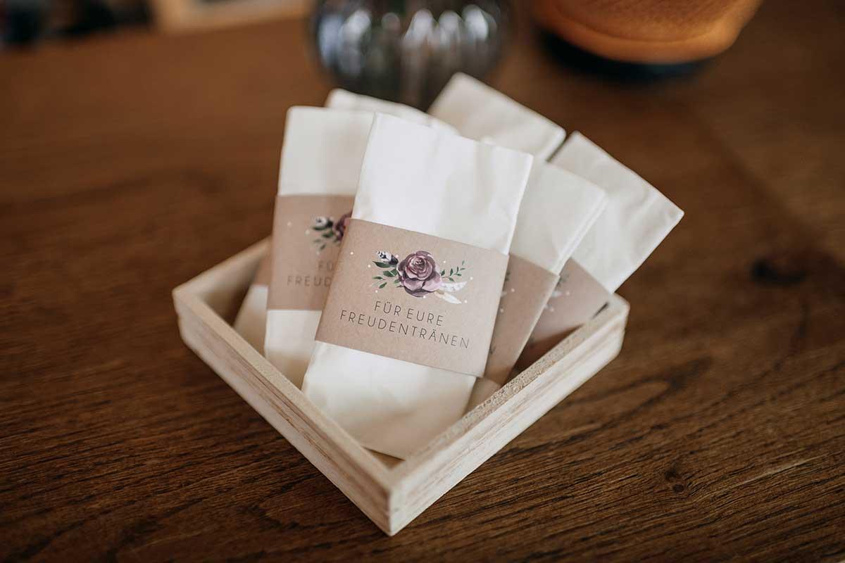Taschentücher für Freudentränen mit bedruckter Banderole