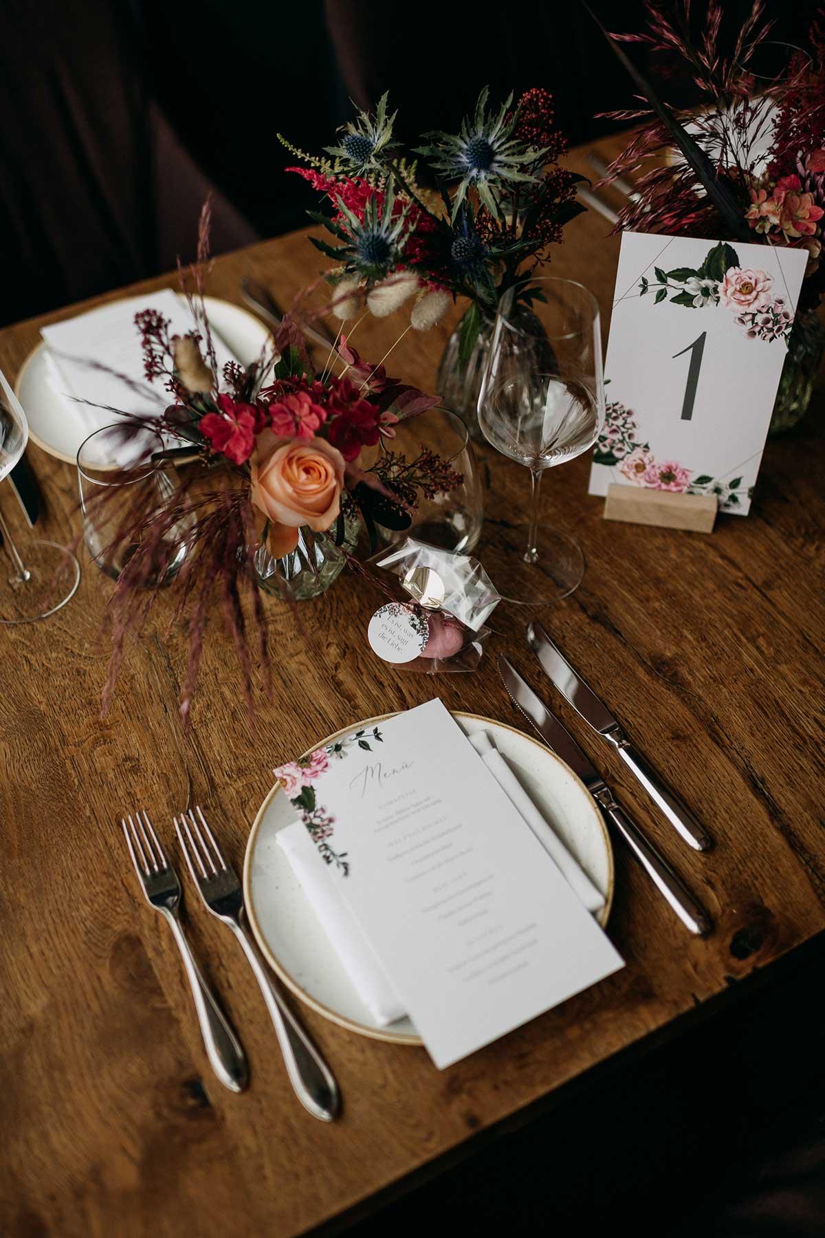 Sitzplatz bei der Hochzeit mit Menükarte