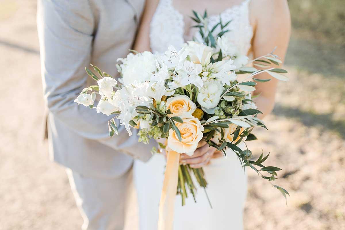 Brautstrauß bei der Hochzeit in Gelb und Weiß
