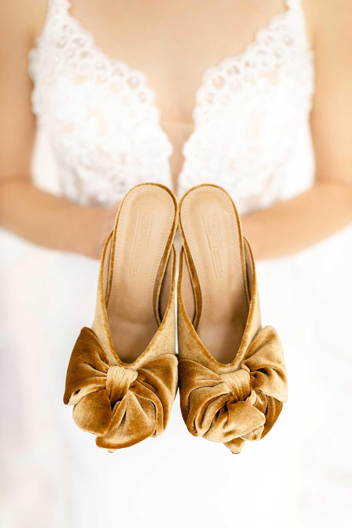 Brautschuhe zur Hochzeit in einem Gelb-Ton