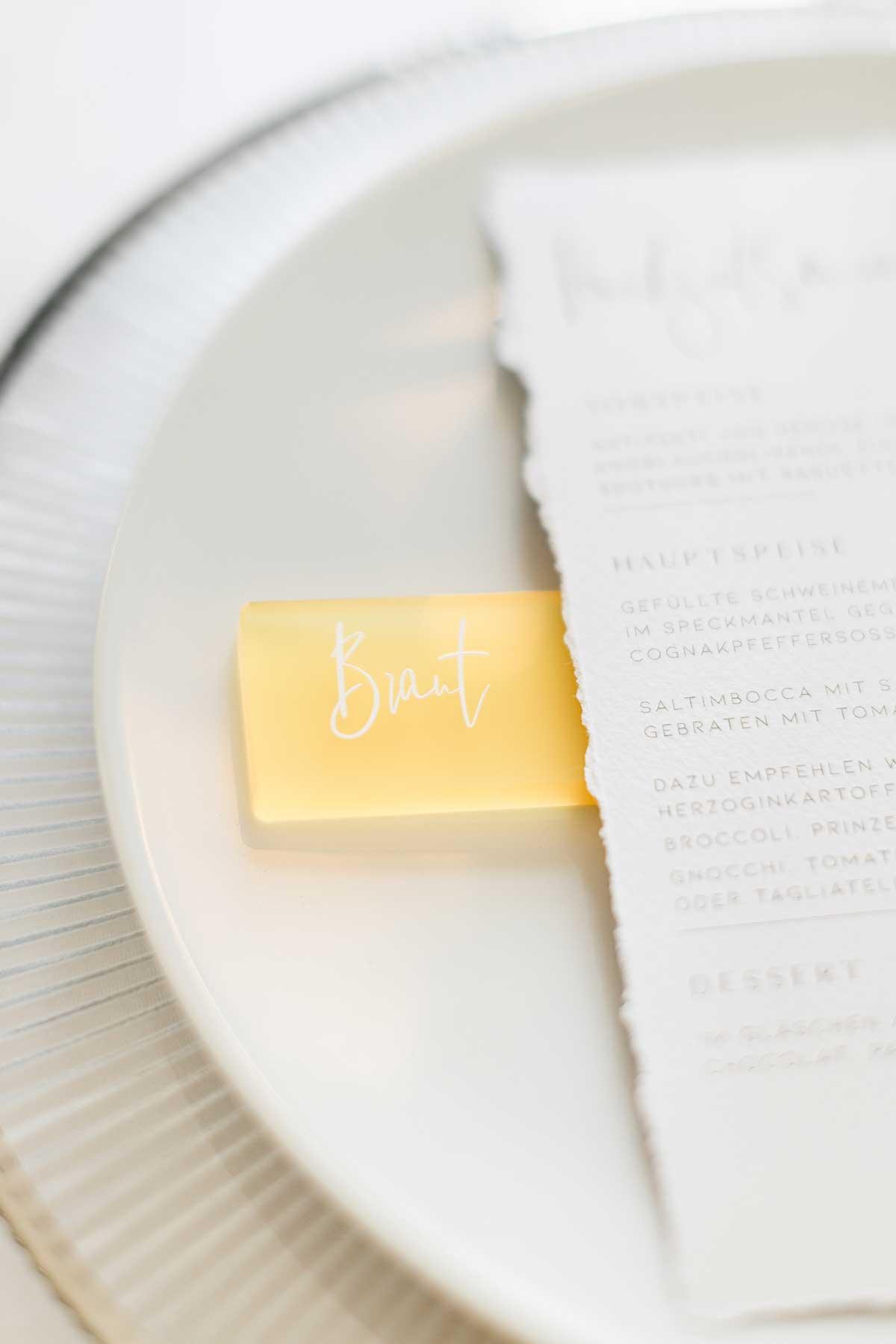Platzkarte für die Braut in Acryl graviert