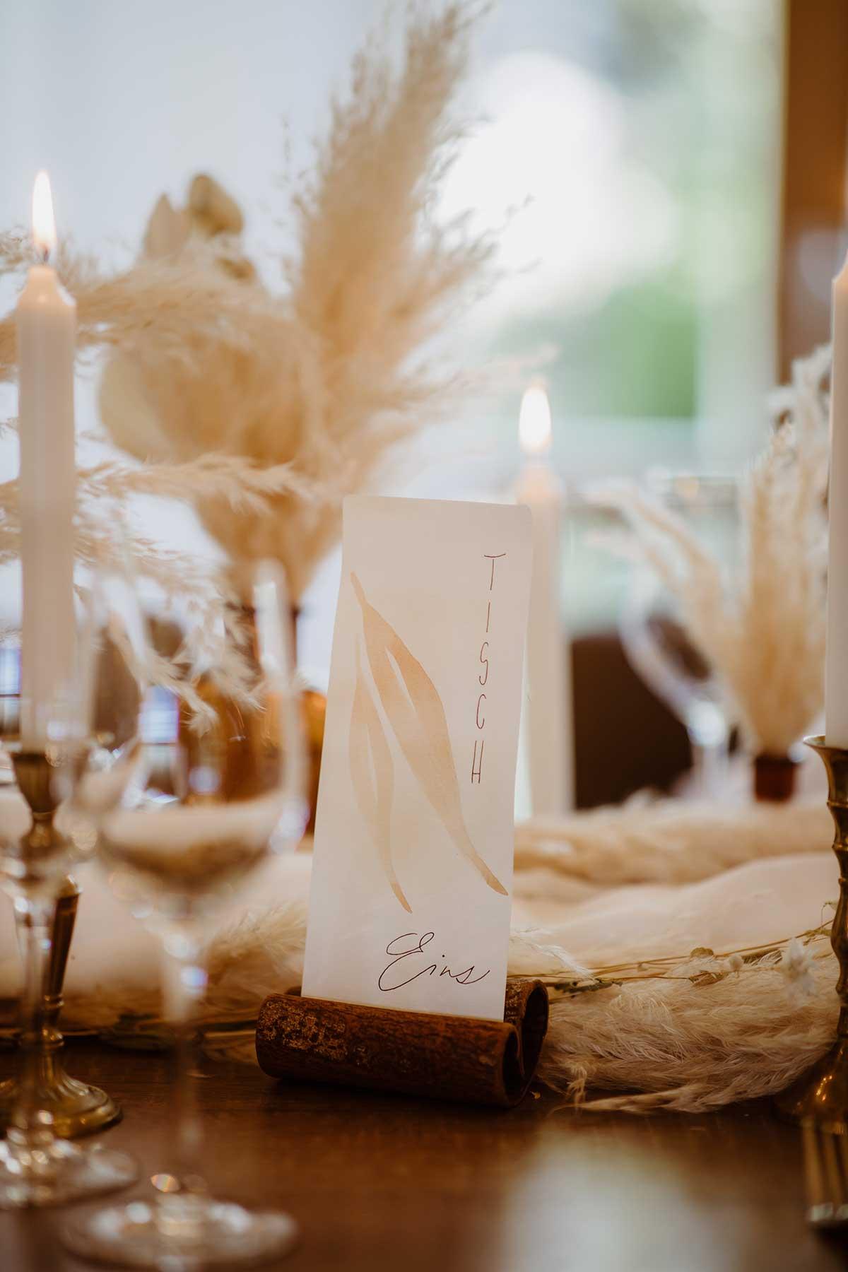 Menükarte passend zum herbstlichen Motto bei der Hochzeit