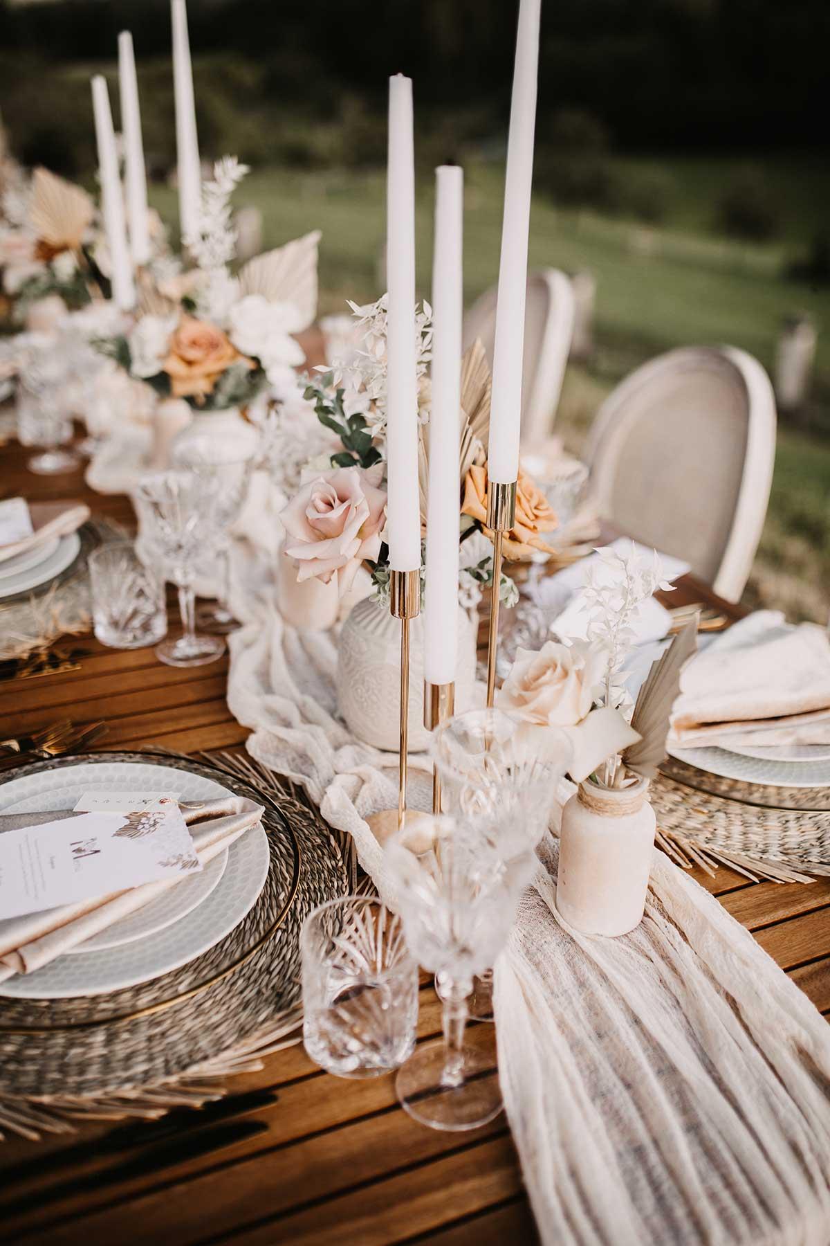 Kerzenständer in Gold für die Tischdeko bei der Hochzeit