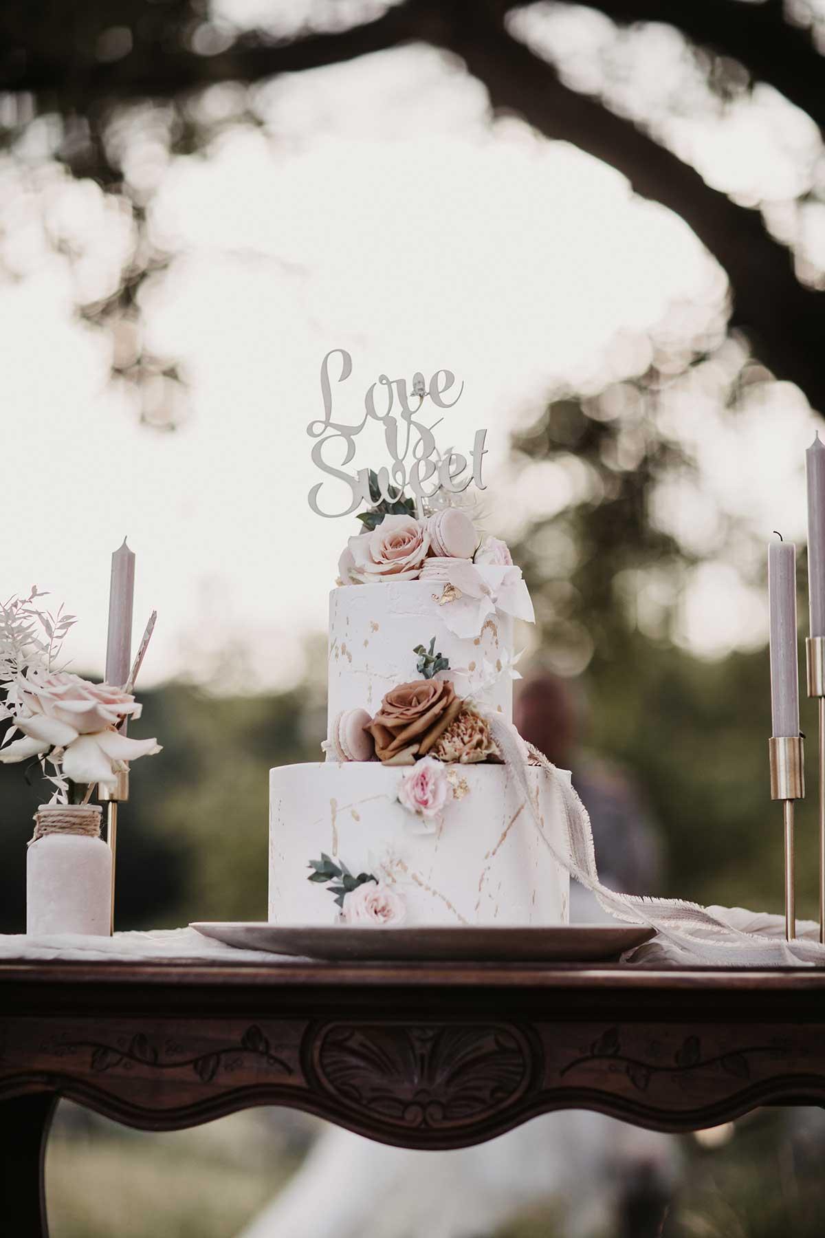 Hochzeitstorte im Boho-Lux Stil